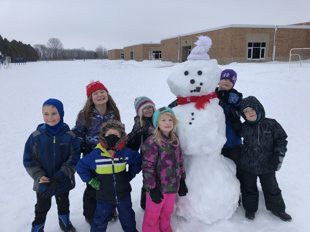 The Dutchmen Explorers' Club made a snowman. ⛄️❄️
