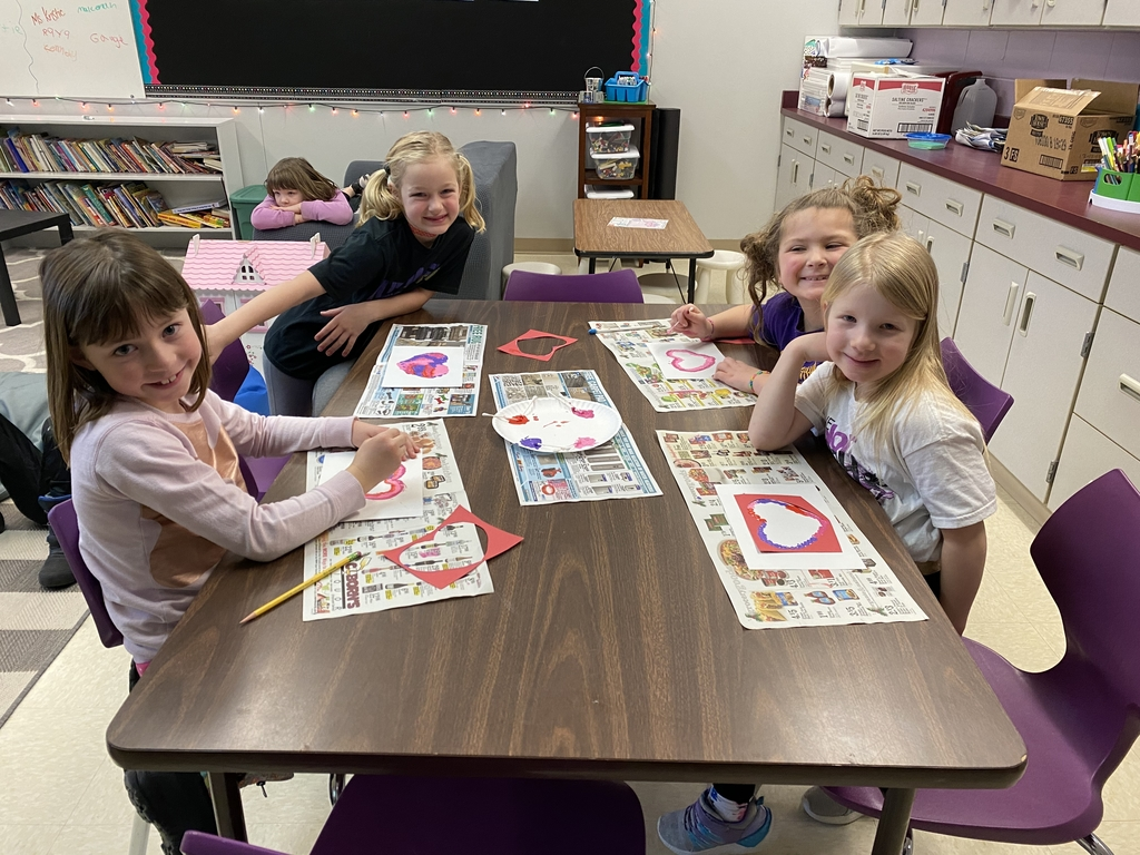 Valentine's Day crafts in the D.E.C. 💜
